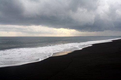 black_sand_beach_in_bali_by_10blackice-d50vvj8